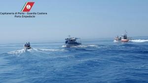 porto-empedocle-peschereccio-con-migranti